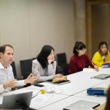 Aaron Levy, senior lecturer in the Departments of English and History of Art in the School of Arts and Sciences, engages with students during a regularly scheduled class time, in a room set aside from the Barnes Foundation gallery spaces.